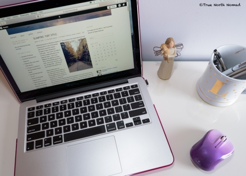 computer, mouse, desk, social media, facebook, phone, blogging, how to blog
